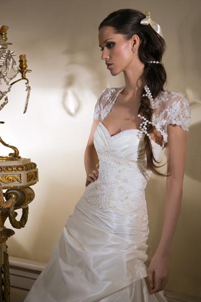 как подобрать свадебное платье 1. Высоким и статным девушкам следует обратите внимание на модель с горизонтальными деталями, с простыми мягкими линиями лифа